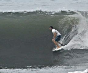 Hunting perfect waves in El Salvador!